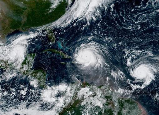 """< img src=""""http://www.la-notizia.net/uragano.jpg """" alt=""""uragano"""""""
