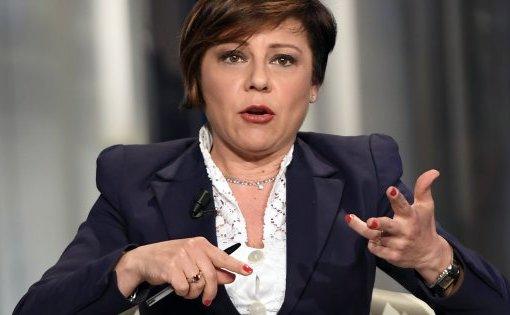 "< img src=""https://www.la-notizia.net/micheli.jpg"" alt=""micheli"""