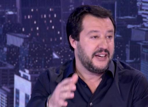 "< img src=""https://www.la-notizia.net/fake"" alt=""fake"""