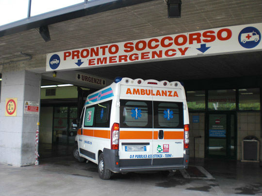 """< img src=""""https://www.la-notizia.net/furgone"""" alt=""""furgone"""""""