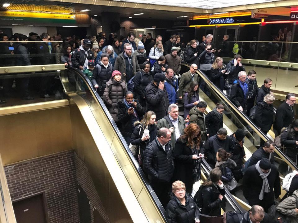 Terrore a New York, esplosa bomba a Manhattan, fortunatamente solo feriti leggeri