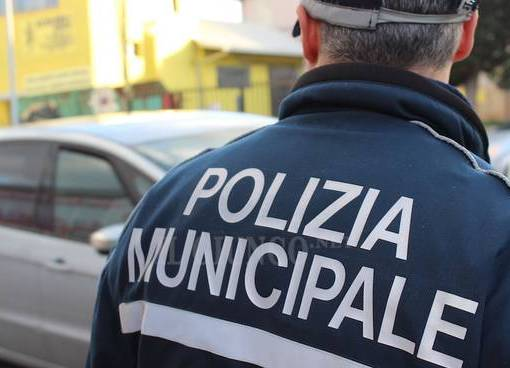 "< img src=""https://www.la-notizia.net/municipale"" alt=""municipale"""