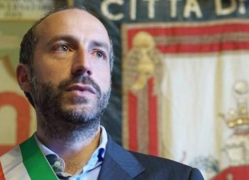 "< img src=""https://www.la-notizia.net/crimi"" alt=""crimi"""