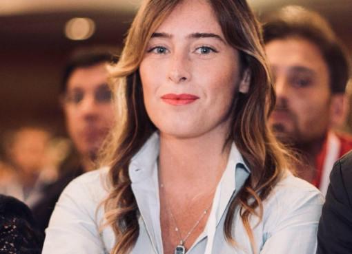 """< img src=""""https://www.la-notizia.net/maria-elena"""" alt=""""maria elena"""""""