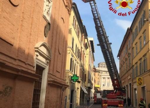 "< img src=""https://www.la-notizia.net/facciata"" alt=""facciata"""