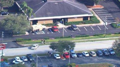 Florida, 21enne si barrica in una banca e uccide 5 ostaggi