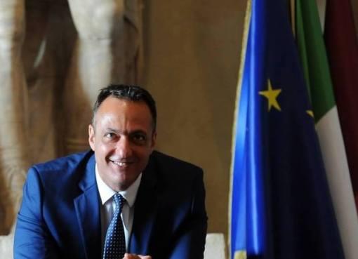 """< img src=""""https://www.la-notizia.net/marcello"""" alt=""""marcello"""""""