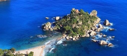 """< img src=""""https://www.la-notizia.net/isole"""" alt=""""isole"""""""