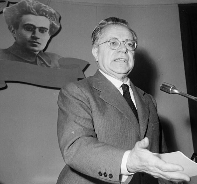 """< img src=""""https://www.la-notizia.net/togliatti"""" alt=""""togliatti"""""""