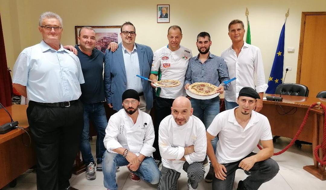 """< img src=""""https://www.la-notizia.net/pizza"""" alt=""""pizza"""""""