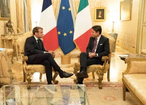 "< img src=""https://www.la-notizia.net/macron"" alt=""macron"""