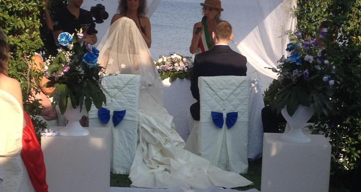 "< img src=""https://www.la-notizia.net/matrimonio"" alt=""matrimonio"""