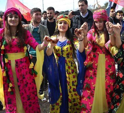 "< img src=""https://www.la-notizia.net/curdi"" alt=""curdi"""