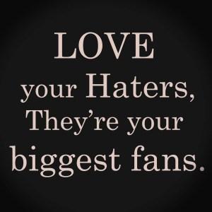 Love your haters, copyright sur le blog La Retouche photo.