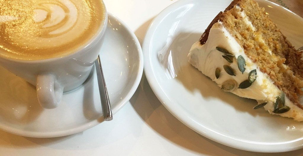 cafe-coffee-shop-le-tamper-carrot-cake-lille