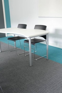 Akatemia_burmatex_lateral-carpet-tiles-portslade-academy-01-530x800_laattasuora_textiilipalamatto_textiilimatto_palamatto