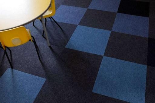 Koulu_opetustila_luokkahuone_burmatex_cordiale-carpet-tiles-thornhill-school-15-1200x800_laattasuora_textiilipalamatto_textiilimatto_palamatto