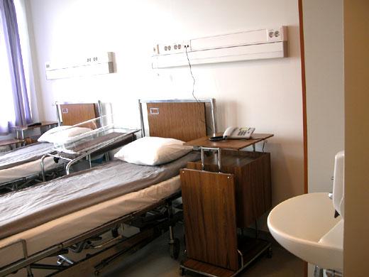 Kuva potilashuoneesta. Jokainen potilashuoneemme on hyvin varustettu.