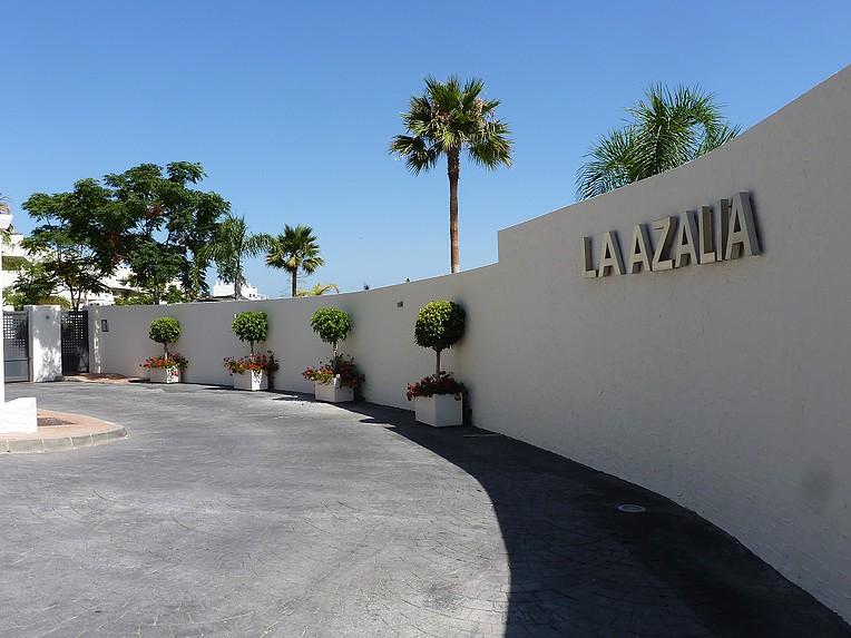 la azalia entrance