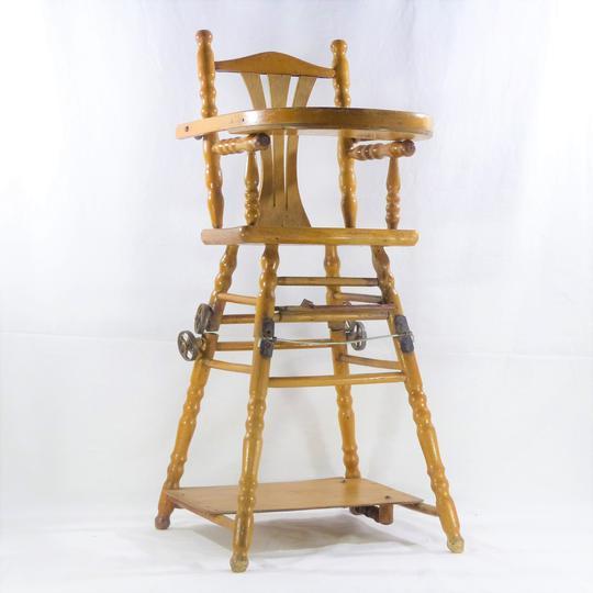 petite chaise haute pour enfant en bois vintage a roulette pliable avec tablette de jeux
