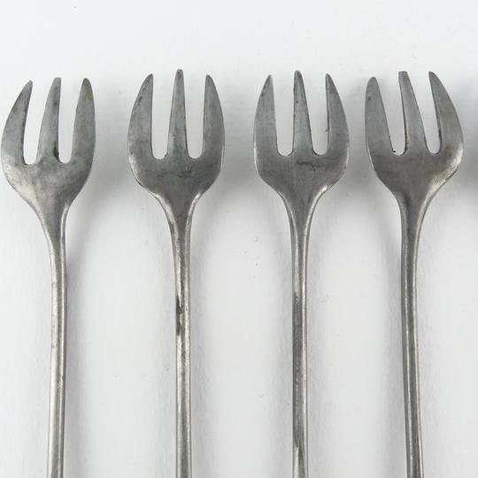 sept fourchettes a huitres en etain anciennes