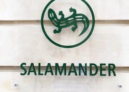 Plexiglas sur façade avec adhésif qudri traité anti UV Pose sur entretoise avec capuchons inox Rue d'Orléans Nantes - Label Communication