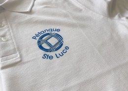 Sérigraphie sur des polos pour le club de pétanque de Sainte-Luce-sur-Loire - Label Communication