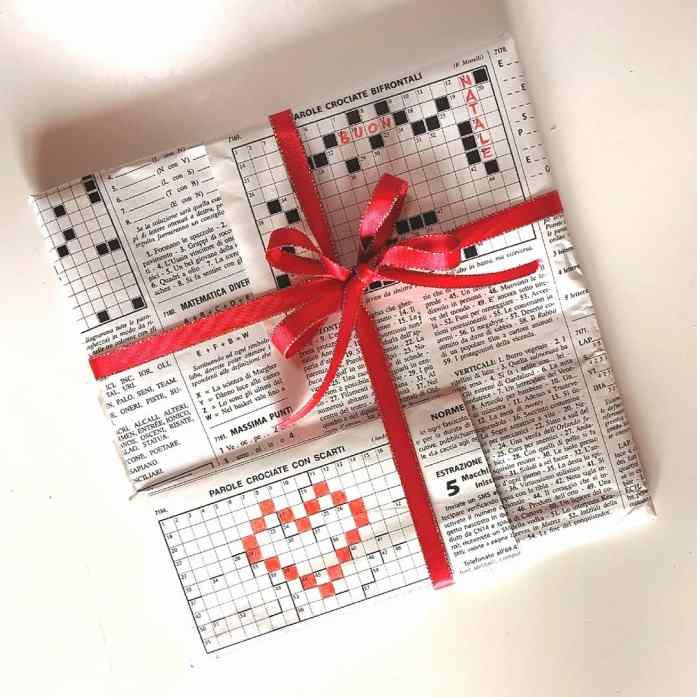 pacco regalo con settimana enigmistica (o giornali e riviste)
