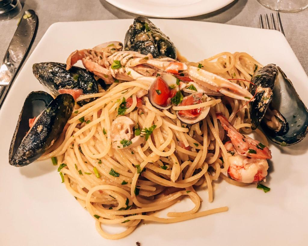 Italian seafood pasta at Trattoria dal Billy in Manarola Cinque Terre, a popular restaurant. #mistake #italianfood
