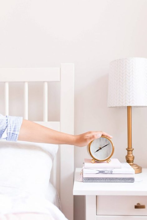 I want to share with you 7 easy things you can start doing right away that will revolutionize how you wake up. This morning routine has been game-changing for me and I hope you can be inspired to improve your daily self care habits #successfulpeople #selfcare #dailyroutine #tochangeyourlife