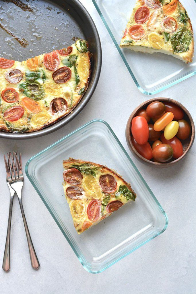Tomato Spinach Egg White Frittata | Made with just 5 ingredients, this egg white frittata is the perfect way to add vegetables and proteins into your morning routine. Frittatas are easy, healthy and nutritious. #healthyrecipes #vegetarian