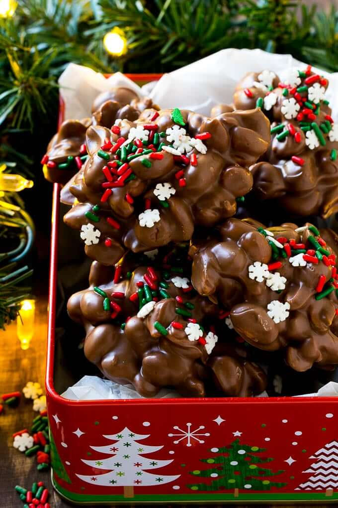 25+ Super Easy Crockpot Christmas Candy Recipes | Crock Pot Candy | Want easy and cute Christmas candy ideas to make for the holiday season? Find the 25+ best Christmas candy recipes for easy crockpot treats that are perfect to make for a crowd, for coworkers and for kids. You'll go crazy with these super easy crockpot xmas treats for your end of year party. #crockpotchristmascandy #christmasdessertrecipe #christmascandy #crockpotcandy #christmasideas