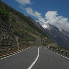 motorroutes langs wijngebied in Zwitserland
