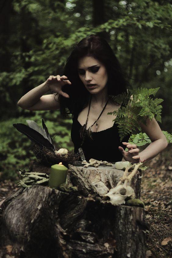 Essere strega non significa essere speciali, diverse solo perchè ci sentiamo attratte dalla luna