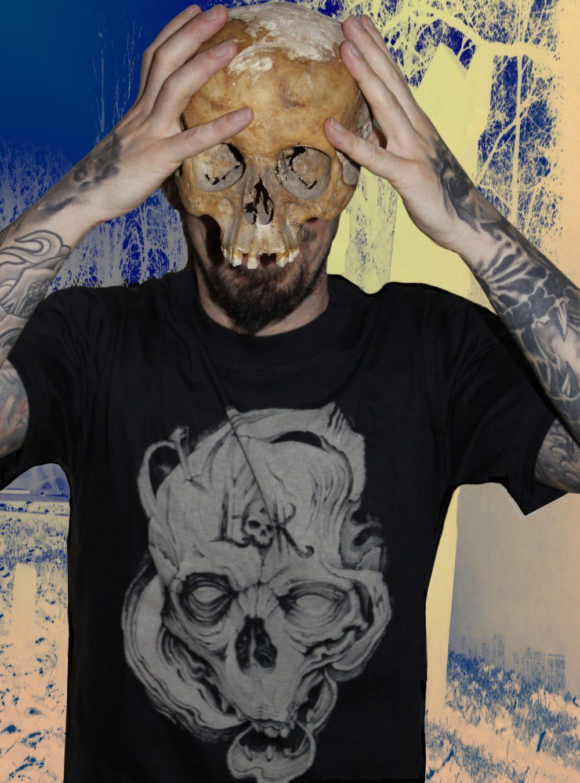 Guy posing with Labo-O-Kult t-shirt 2010
