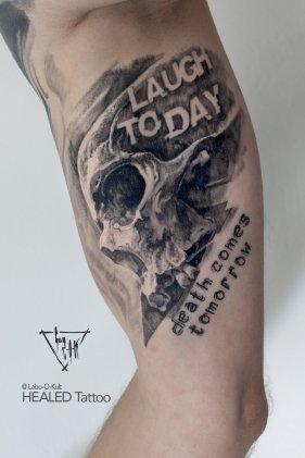 Motif Wanna Do - tattooed by Guy Labo-O-Kult, now nicely healed