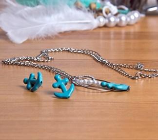 duo-bijoux-navy-boucles-doreilles-et-collier-de-la-boite-ateliers-creatifs