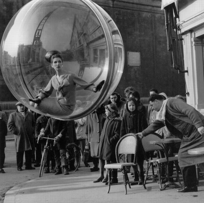 Melvin Sokolsky mode bulle paris 041 703x700 Une bulle à Paris
