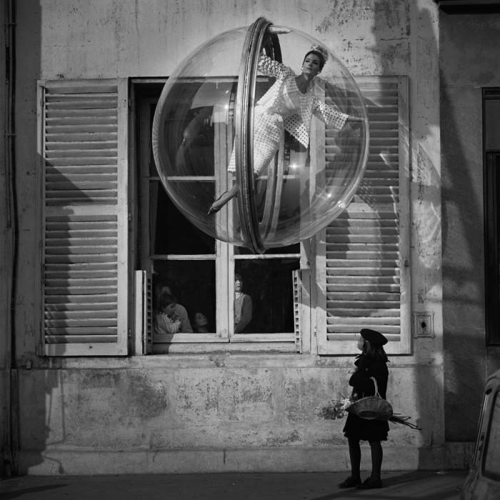 Melvin Sokolsky mode bulle paris 111 700x700 Une bulle à Paris