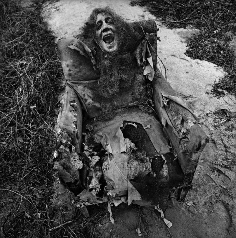 arthur tress cauchemar enfant noir blanc 03 794x800 Des cauchemars denfants photographiés dans les années 60