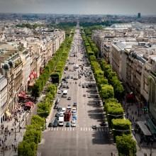 Il y a 82 habitants sur l'avenue des Champs-Elysées