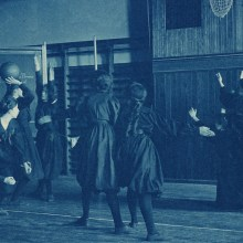 Le photojournalisme de Frances Benjamin Johnston en cyanotypes