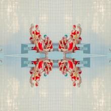 Symétries et réflexions dans les piscines de Mária Švarbová