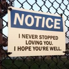Des panneaux d'avertissement très personnels et universels
