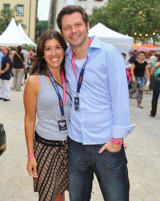 mit meinem Ehemann Urs Gredig, Programmleiter CNN Switzerland. Wir haben beide bei Radio 24 gearbeitet und uns dort kennengelernt