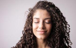 cheveux bouclés, frisés et crépus