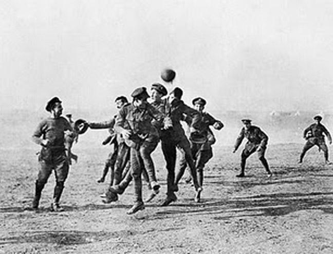festa sulla terra di nessuno NATALE 1914g