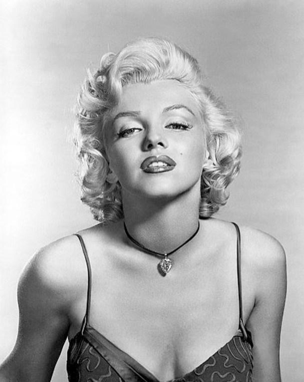 """Marilyn Moroe indossa il famoso diamante """"Luna di Baroda"""""""