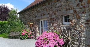 Photo of outside of holiday cottage Le Pressoir
