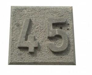 Número 45 tallado